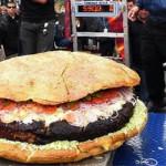 Самый большой гамбургер в мире.