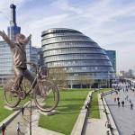 Бронзовый велосипед в Лондоне