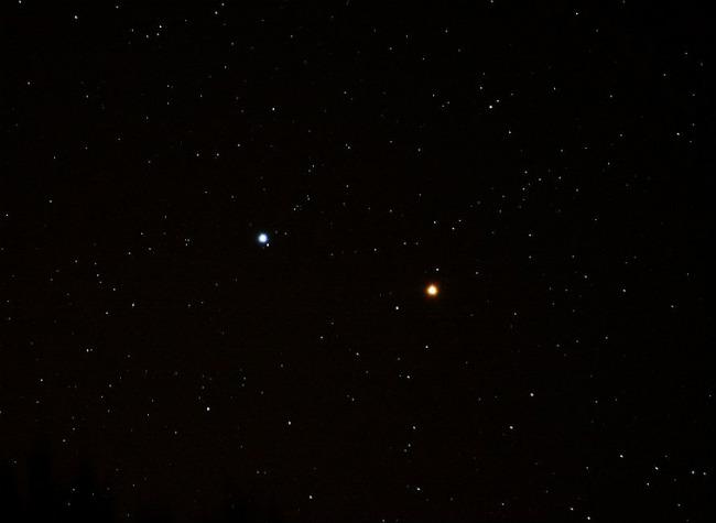 Звезда Регул на фоне Марса