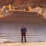 Komatsu D575A — самый большой бульдозер в мире