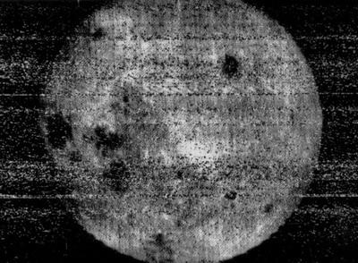 Первое фото обратной стороны Луны