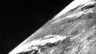 Самая первая фотография из космоса