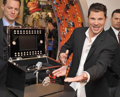 Ник Лаше презентует самую дорогую игрушку от компании Mattel