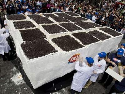 Торонто: гигантский торт весом более 10 тонн