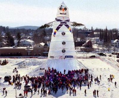 Angus King - огромный снеговик в городе Бетель
