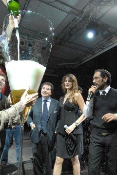 Самый высокий бокал шампанского в мире Сполето (Италия)