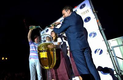 Самый большой бокал шампанского в мире (Крым)