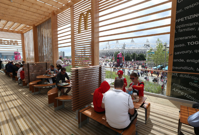 Вид из окна на олимпийский стадион