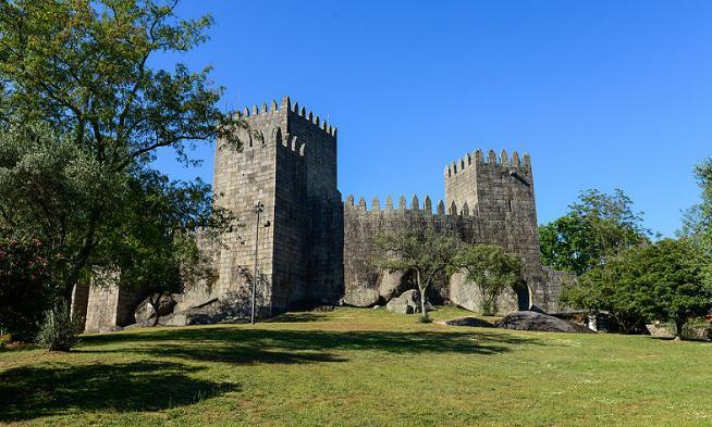 Guimaraes Castle2