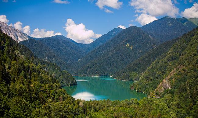 Lake Ritsa2