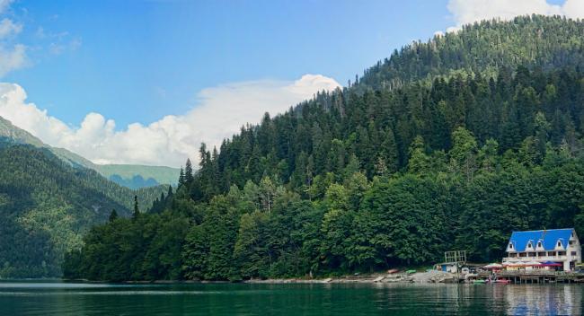 Lake Ritsa3